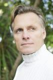 Красивый возмужалый белокурый человек в его forties Стоковые Фото