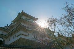 Fortificação do castelo de Himeji contra céus azuis em Himeji, Hyogo fotos de stock