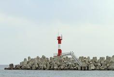 Fortificações litorais concretas no porto marítimo de Sochi fotografia de stock royalty free