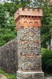 Fortification médiévale avec la porte de ville Images libres de droits