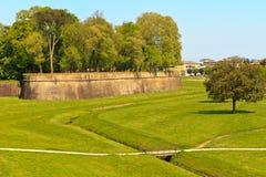 Fortifications da parede da cidade de Lucca Fotografia de Stock