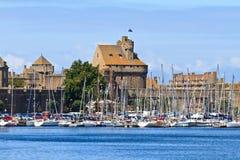 Fortifications et port de rue Malo Photographie stock libre de droits