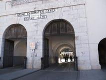 Fortifications sur le rocher de Gibraltar à l'entrée vers la mer Méditerranée Photos libres de droits