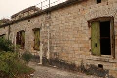 Fortificazione antica con degrado urbano Fotografia Stock Libera da Diritti