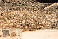 Fortificazione antica delle pareti e delle scale delle rocce famosa per costruzione vecchia architettura usata per gli interni e  Fotografia Stock
