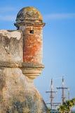 Fortificazione con la nave di navigazione immagini stock libere da diritti