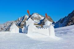 Fortificazione della neve nella stazione sciistica delle montagne - Innsbruck Austria Fotografie Stock Libere da Diritti