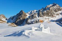 Fortificazione della neve nella stazione sciistica delle montagne - Innsbruck Austria Immagini Stock Libere da Diritti
