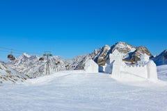 Fortificazione della neve nella stazione sciistica delle montagne - Innsbruck Austria Fotografia Stock Libera da Diritti