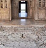 Fortificazione di Agra - appartamento dell'imperatore di marmo della fontana Immagine Stock Libera da Diritti