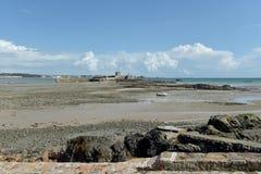 Fortificazione di Aubins del san in baia, Jersey Immagini Stock Libere da Diritti