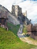 Fortificazione e chappel del castello di Beckov Fotografia Stock