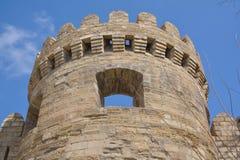 Fortificazione e torre antiche, Baku Azerbaijan immagine stock