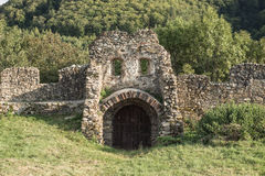 Fortificazione medievale della muratura di pietra, portone Fotografie Stock Libere da Diritti