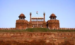 Fortificazione rossa nel cielo di sera, Delhi immagini stock