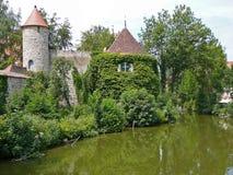 Fortificazione su una parete medioevale della città Immagini Stock Libere da Diritti