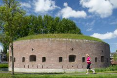 Fortificazione sul Ossenmarkt: la vecchia torre della fortezza è cuore della fortezza Weesp Fotografia Stock