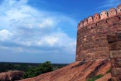 Fortificazione sulla roccia con il paesaggio del cielo Immagine Stock Libera da Diritti
