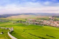 Fortificazioni del villaggio e del castello del hrad di Spissky Immagini Stock