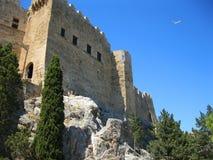 Fortificazioni medievali sopra la roccia fotografie stock