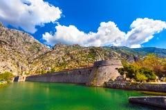 Fortificazioni veneziane di Cattaro, torre Città Vecchia, Montenegr di Kampana fotografia stock