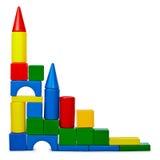 Fortifichi dai mattoni di plastica di colore isolati su bianco Immagini Stock Libere da Diritti