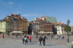 Fortifichi il quadrato a Varsavia, Polonia - turisti Immagine Stock