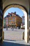 Fortifichi il quadrato a Varsavia, Polonia - vista dal portone Fotografia Stock Libera da Diritti