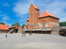 Fortifichi sul lago Galve in Trakai, Lituania Fotografie Stock