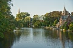 Fortifique, lago do amor, Minnewater, Bruges, Bélgica Fotografia de Stock