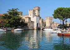 Fortifique no lago Garda em Sirmione, Itália Fotografia de Stock
