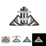 Fortifique o crachá do molde do logotipo da montanha para a aventura clássica Imagens de Stock