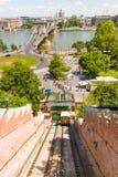 Fortifique o teleférico do monte e a ponte Chain de Szechenyi sobre o riv de Danúbio imagem de stock royalty free