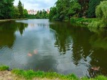 Fortifique opinião do verão do zamek de Pruhonice ou de Pruhonicky (Praga, checas) Fotografia de Stock Royalty Free