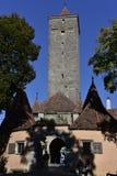 Fortifique a torre da porta no der Tauber do ob de Rothenburg, Alemanha Imagem de Stock