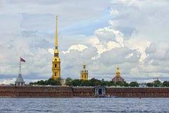 Fortness av St Peter och Pavel och flod Neva i St Petersburg, Arkivfoto