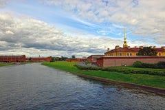 Fortness av St Peter och Pavel och flod Neva i St Petersburg, Fotografering för Bildbyråer