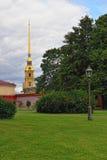 Fortness de St Peter e de Pavel e o parque em St Petersburg, R Fotografia de Stock