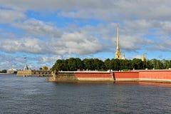 Fortness de St Peter et de Pavel et rivière Neva à St Petersburg, Images stock