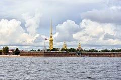 Fortness de St Peter et de Pavel et rivière Neva à St Petersburg, Images libres de droits