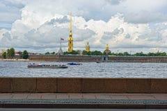 Fortness di St Peter e di Pavel e fiume Neva a St Petersburg, Fotografie Stock Libere da Diritti
