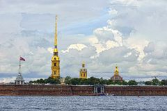 Fortness van St. Peter en Pavel en rivier Neva in St. Petersburg, Stock Foto