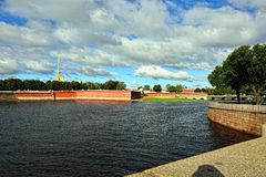 Fortness van St. Peter en Pavel en rivier Neva in St. Petersburg, Stock Afbeelding