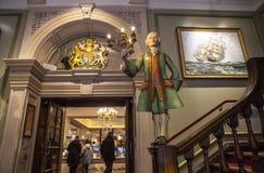 Fortnum y albañil en Londres Foto de archivo