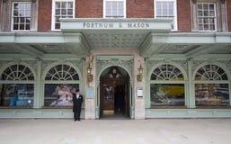 Fortnum y masón, Londres Fotos de archivo