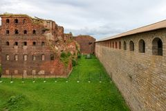 The fortress wall and the ruined house. SHLISSELBURG, SAINT PETERSBURG, RUSSIA - AUGUST 21, 2017: the Views of  Wardens and prison housing 1911. of the Oreshek Stock Images