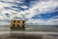 Forts du nord dans l'eau de la mer baltique dans Liepaja, Lettonie Objet guidé Longue séance photos d'Excposure avec le filtre de Photographie stock libre de droits