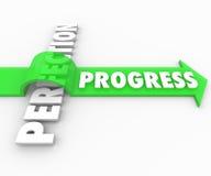 Fortschritts-Pfeil-Sprünge über Perfektion bewegen sich verbessern vorwärts Lizenzfreie Stockbilder