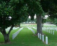 FortSmith National Cemetery gravstenar i kyrkogård Arkivbild