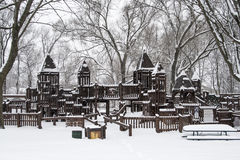 Fortspielplatz im verschneiten Winter Lizenzfreies Stockfoto